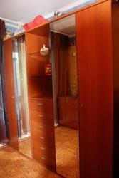 Продам отличный вместительный 4-хдверный шкаф!